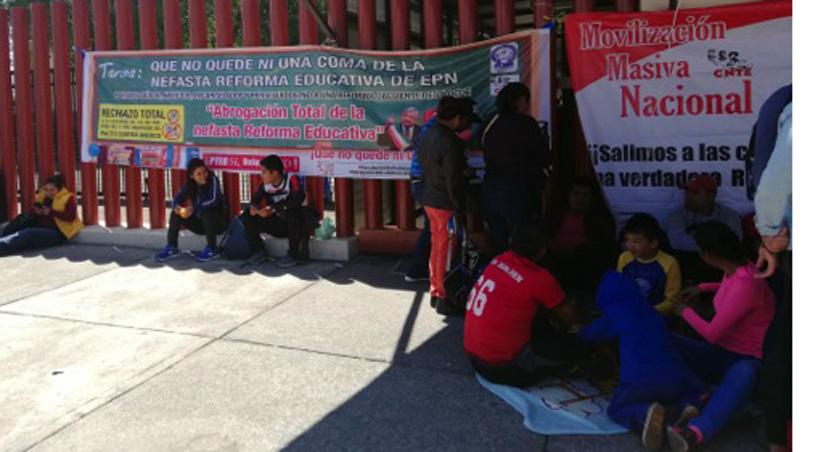 Integrantes+de+la+CNTE+bloquean+accesos+de+San+L%C3%A1zaro+por+Reforma+Educativa+
