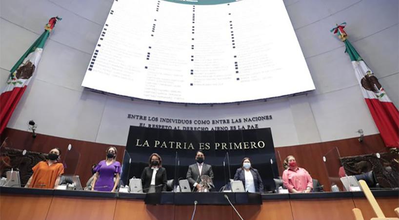 Minuto+de+silencio+en+memoria+de+Alicia+Arellano+Tapia%2C+una+de+las+primeras+mujeres+en+el+Senado+
