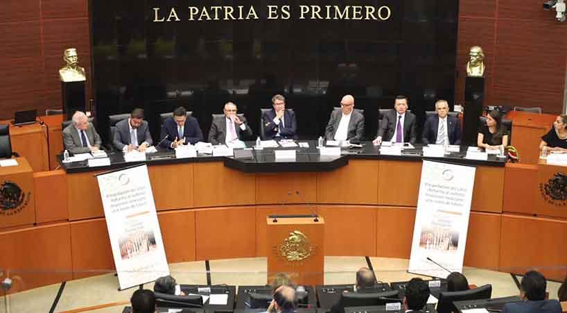 Presentan+libro+sobre+Sistema+Financiero+Mexicano+
