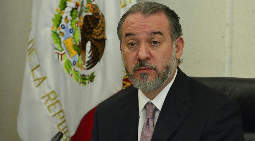 Presenta+titular+de+la+PGR+renuncia+ante+Jucopo+del+Senado